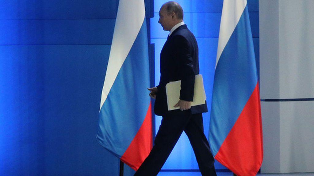 """Putin anuncia multas para medios que difundan información de """"agentes extranjeros"""""""