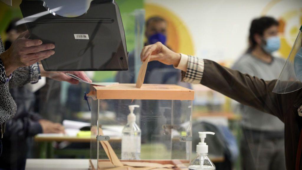 La participación de las elecciones en Madrid alcanza el 28,43% en mitad de la jornada