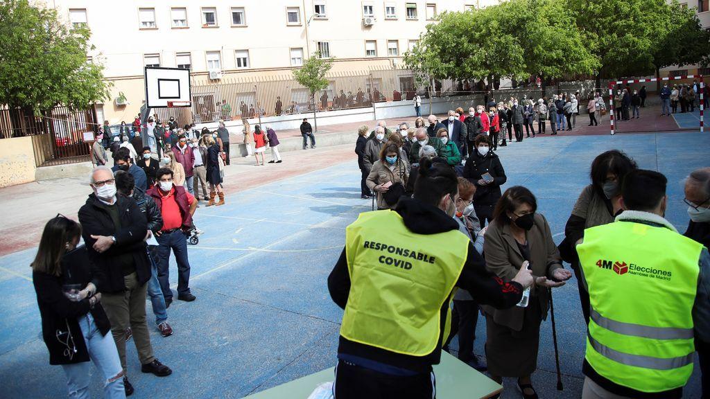 Colas para votar en las elecciones de Madrid