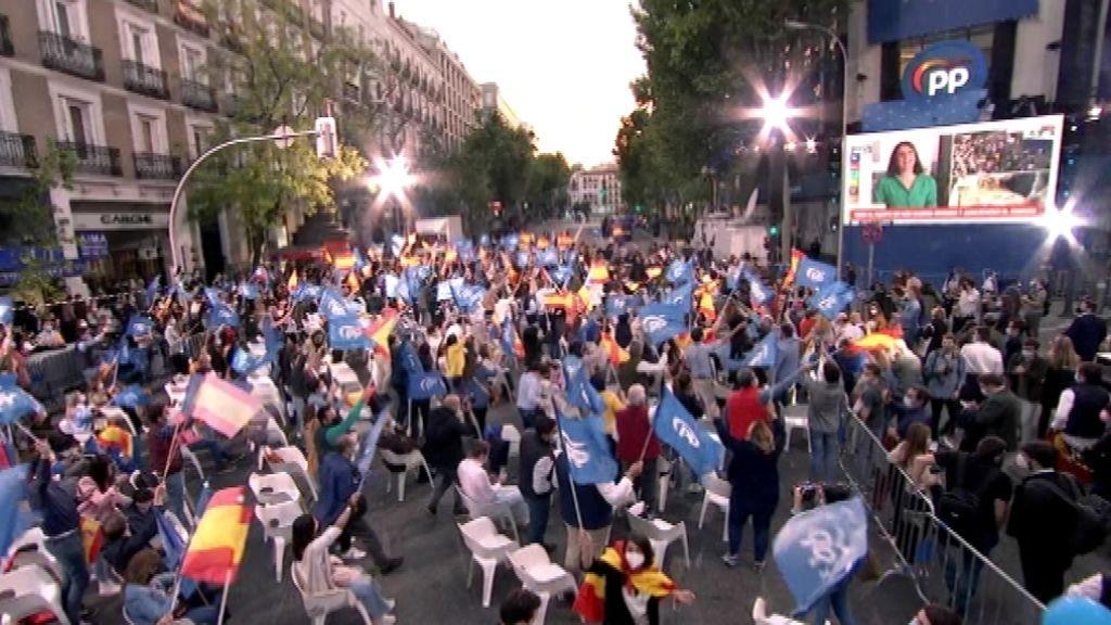 Las celebraciones electorales de Madrid se saltan el toque de queda
