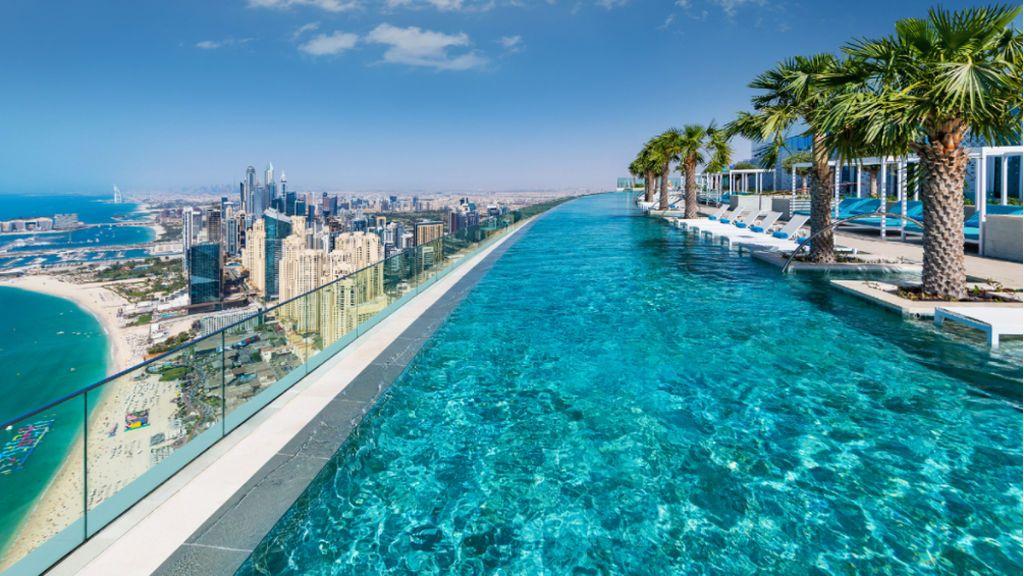 La piscina al aire libre más alta del mundo está en Dubai, a 300 metros del nivel del mar