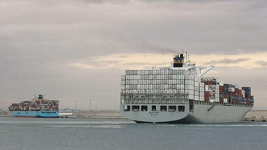Confinan dos buques en el Puerto de Valencia con 13 contagiados a bordo: Uno de los barcos partió de la India