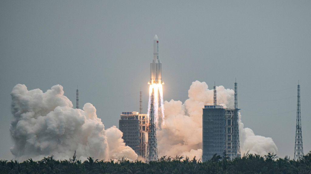"""El cohete chino """"descontrolado"""" que se estrellará contra un punto desconocido de la Tierra"""