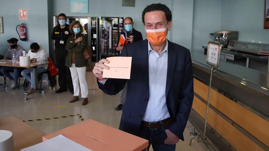"""Edmundo Bal vota en el Centro Cultural Alfredo Kraus: """"Que hoy tengamos la participación más alta de la historia"""""""