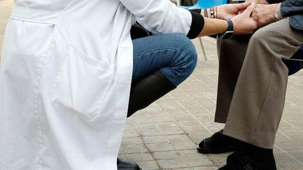 Los fallecimientos por coronavirus en residencias de mayores pasan de 2.390 en enero a unos 25 en abril