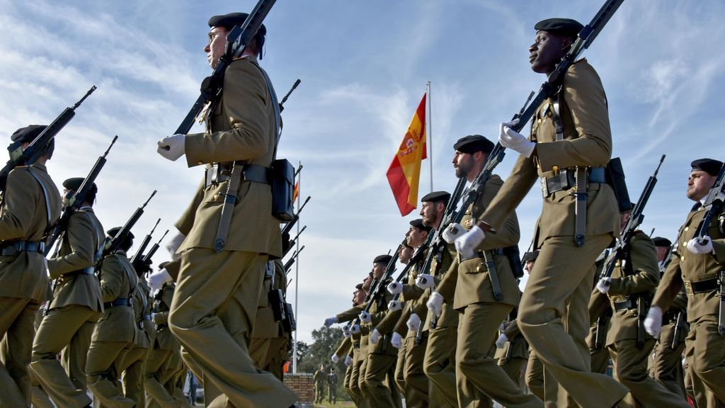 EuropaPress_2170102_desfile_efectivos_brigada_guzman_bueno