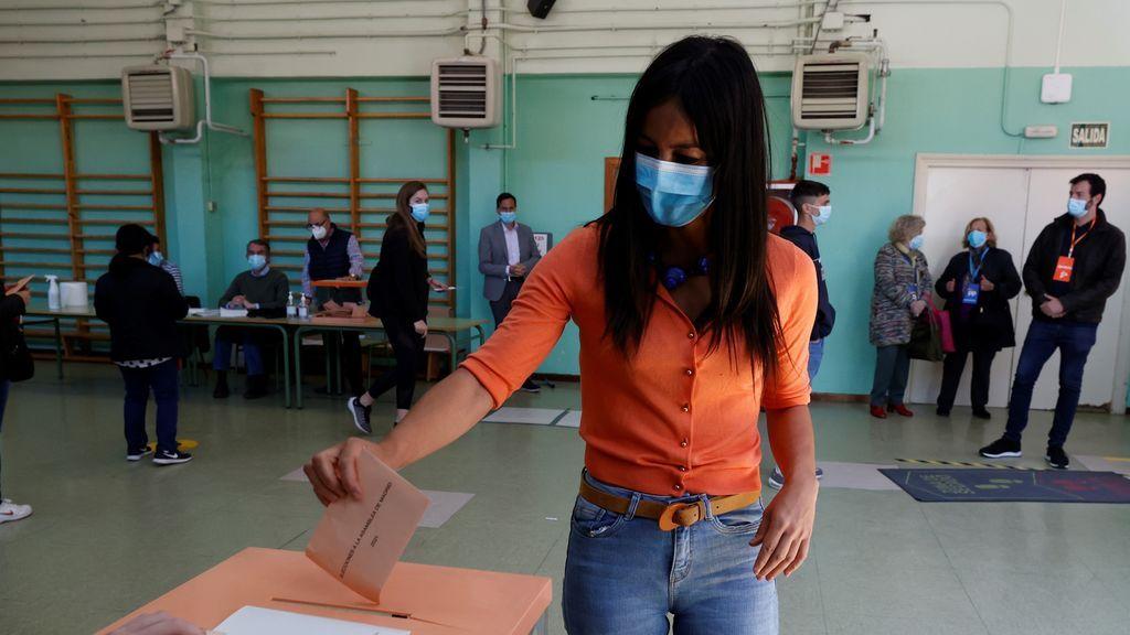 La vicealcaldesa de Madrid y portavoz de Ciudadanos, Begoña Villacís, vota