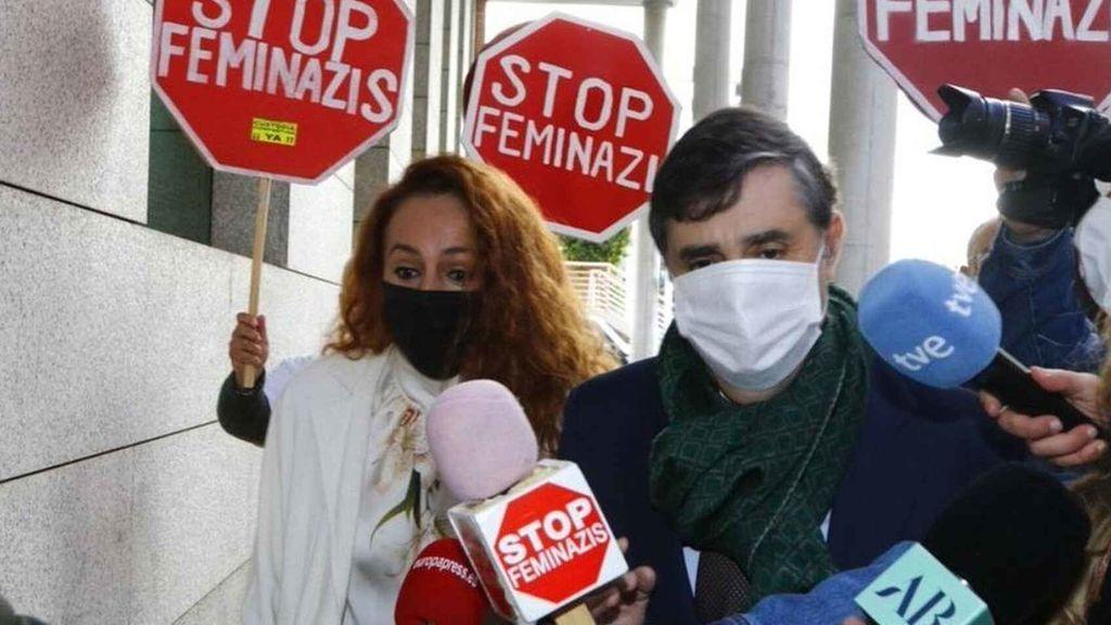 Rocío Carrasco, entre pancartas de 'Stop Feminazis'