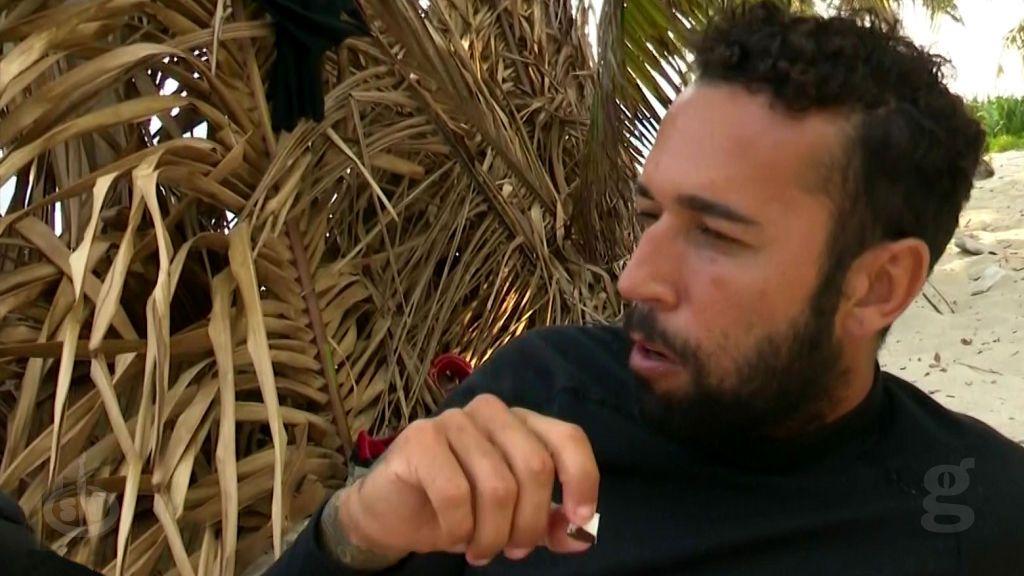 Tom preocupado por la ración de coco que le corresponde a Omar