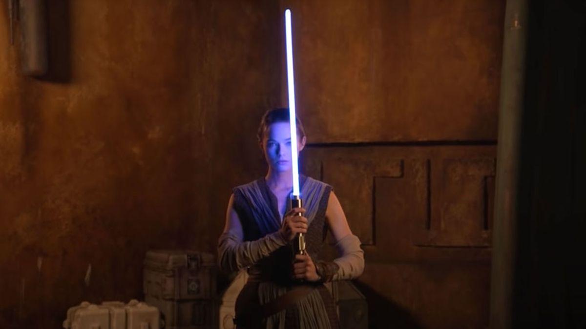 """Disney presente su nuevo sable láser """"real"""" de Star Wars en un impactante vídeo"""