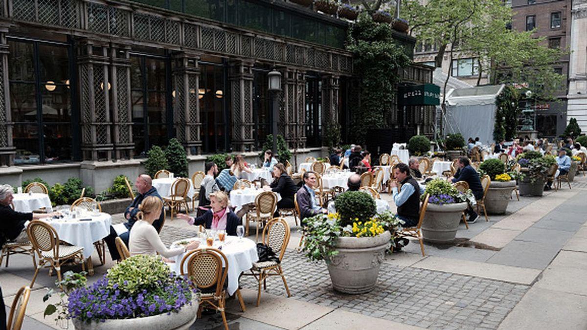 Los restaurantes de Estados Unidos sufren para encontrar personal en su reapertura