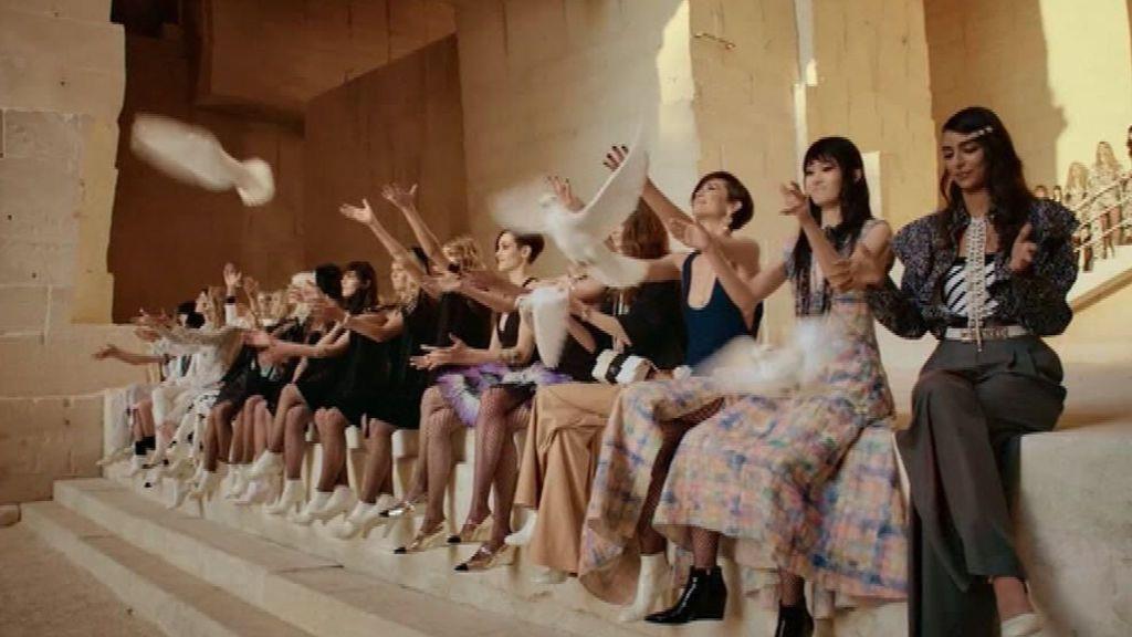 Chanel se inspira en Jean Cocteau, el rock y el punk en su colección crucero 2022