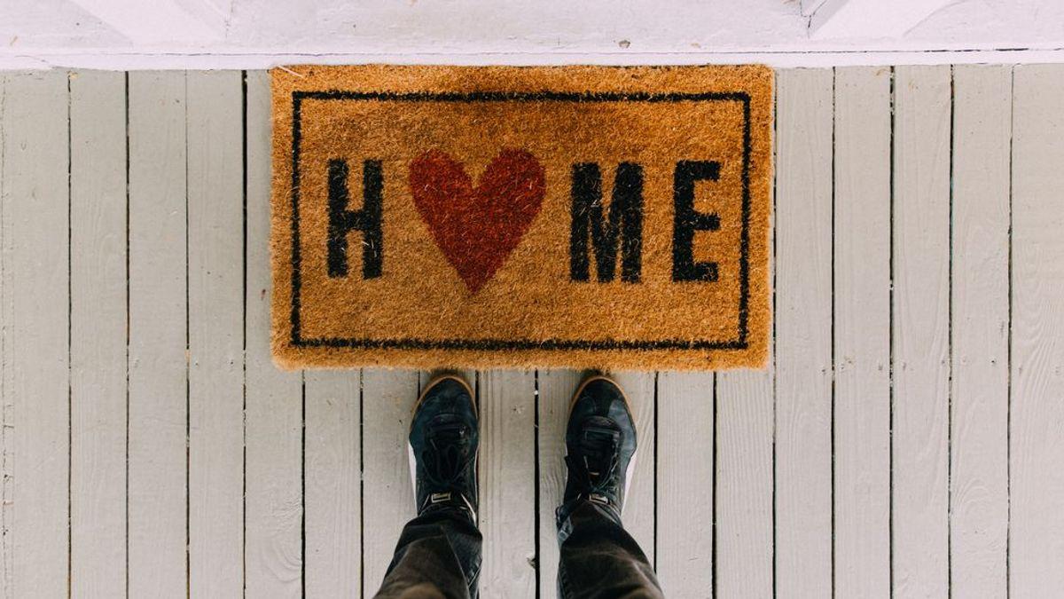 ¿Por qué quitarse los zapatos al entrar en casa es la opción más saludable?