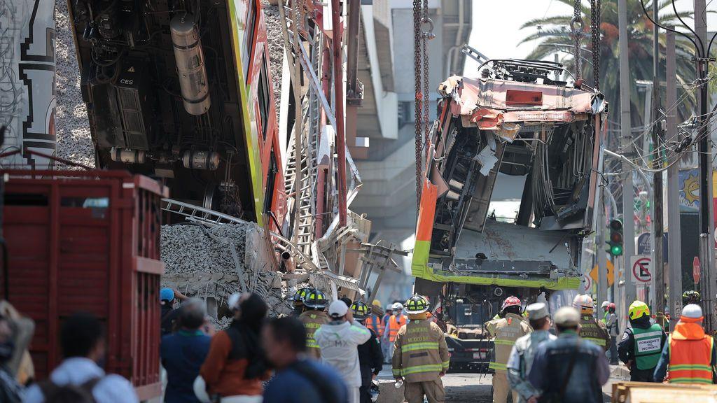Las familias exigen justicia al identificar a los 25 muertos en el accidente del metro de México