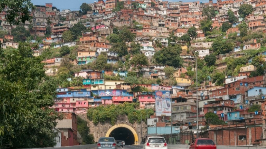vista sur de favela Cota 905