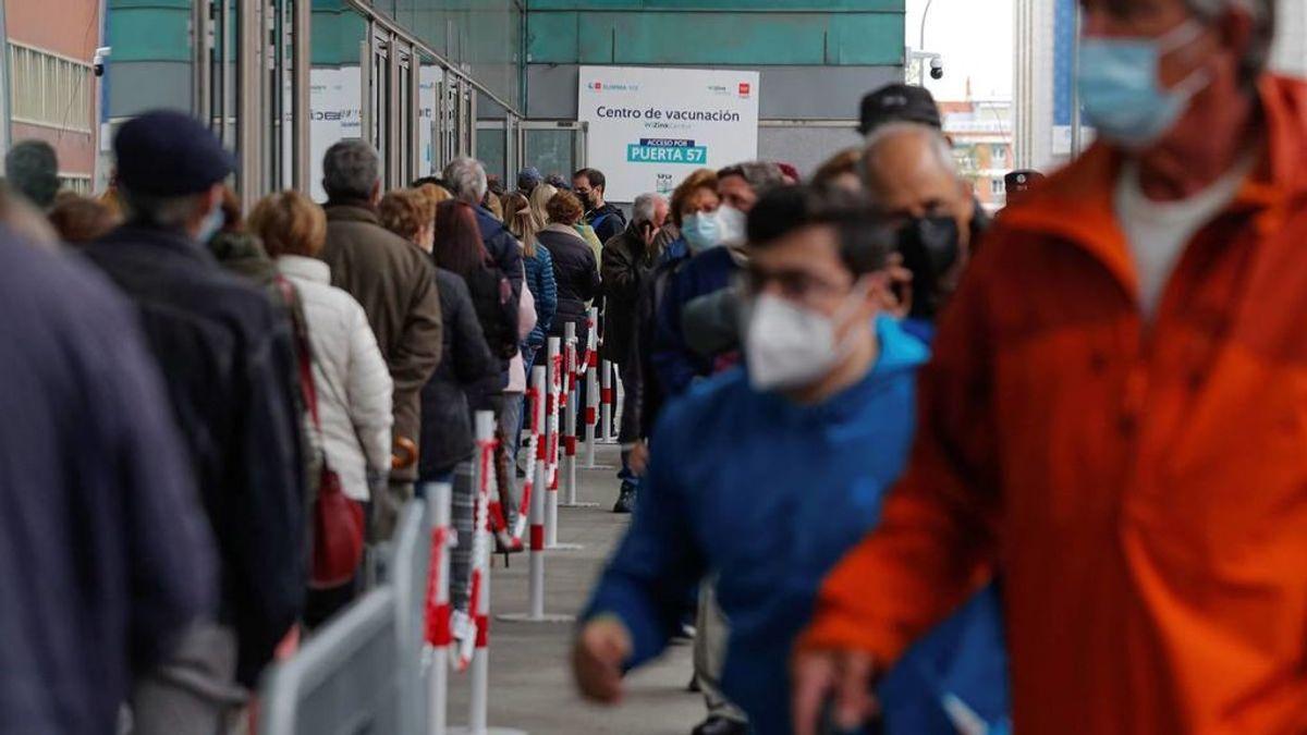 Comienzan a vacunar a los menores de 60 años en hospitales de la Comunidad de Madrid