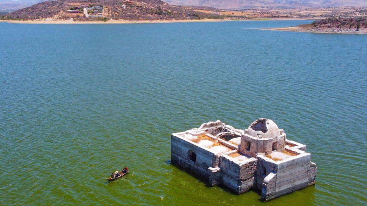 La iglesia Virgen de los Dolores de México emerge de las aguas por la sequía