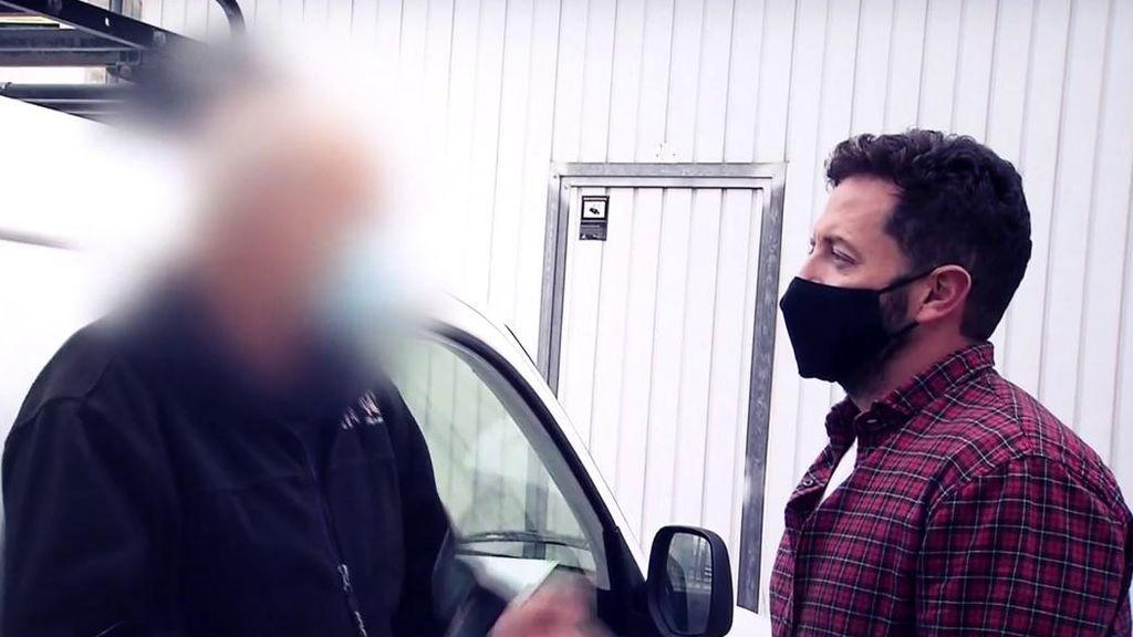 'Cuatro al día' caza al 'mecánico-jeta': estaba de baja y le pillaron trabajando en un taller clandestino