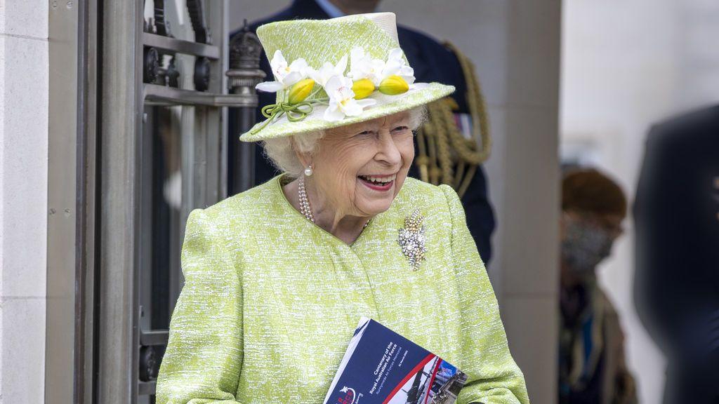 Una cerveza real: Isabel II saca su propia línea de botellines llamada Sandringham