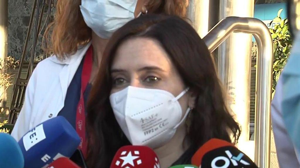 """Ayuso acude a ver a Gabilondo al hospital tras sufrir una arritmia: """"Nos hemos enfadado mucho en campaña, pero es una gran persona"""""""