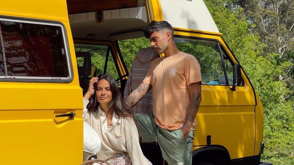 Hugo y Lara, guías del viaje en autocaravana de las influencers Dulceida, Marta Riumbau y Madame de Rosa