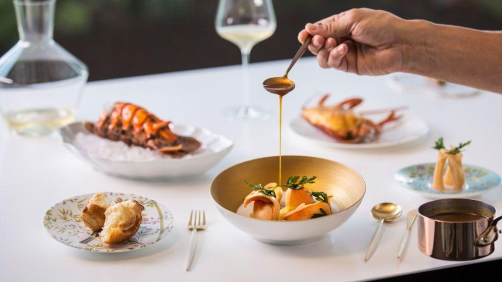 Plato servido en el restaurante de Quique Dacosta