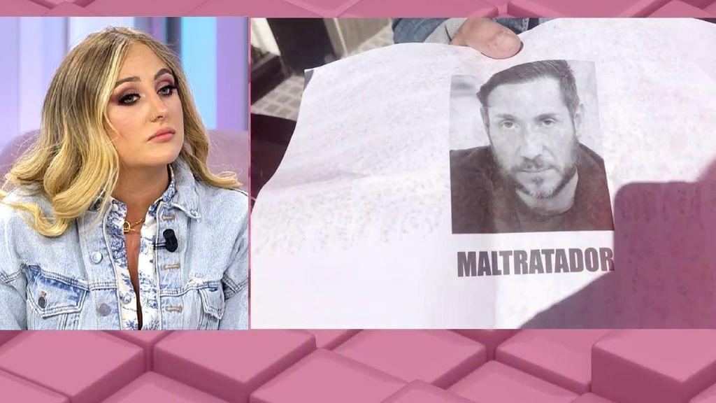 """Rocío Flores, en comisaría por los carteles que llaman """"maltratador"""" a su padre"""
