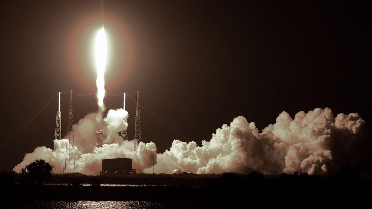 """Los satélites Starlink de Elon Musk """"deslumbran"""" las redes sociales españolas"""