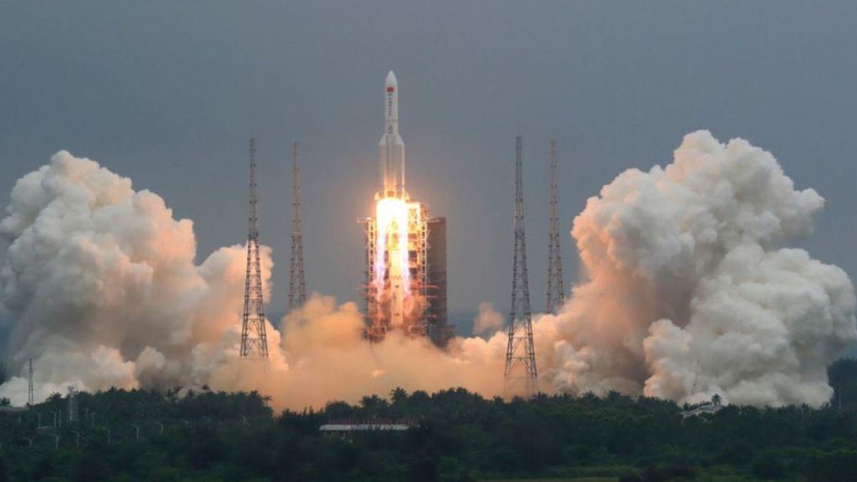 EE.UU. no tiene ningún plan para derribar los escombros del cohete chino cuando caigan a la Tierra