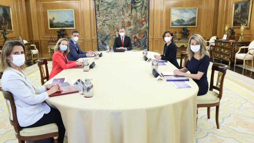 Sánchez y las cuatro vicepresidentas presentan al rey el Plan de Recuperación Económica