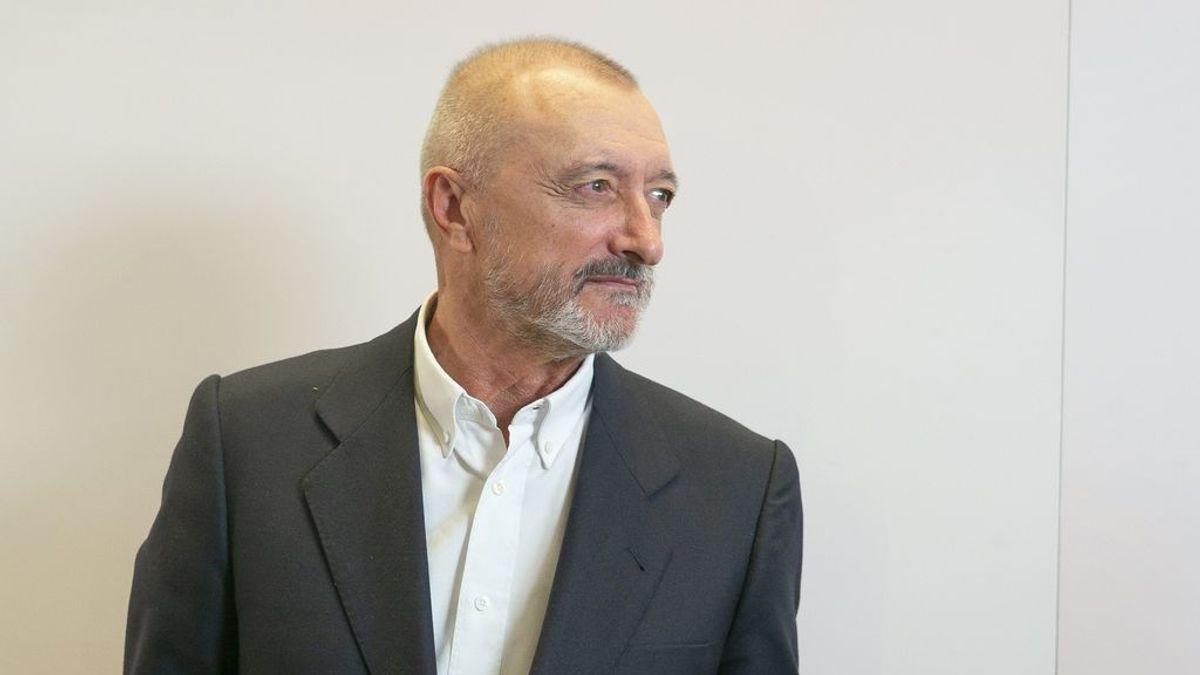 Arturo Pérez-Reverte responde en las redes a los negacionistas que le critican por vacunarse