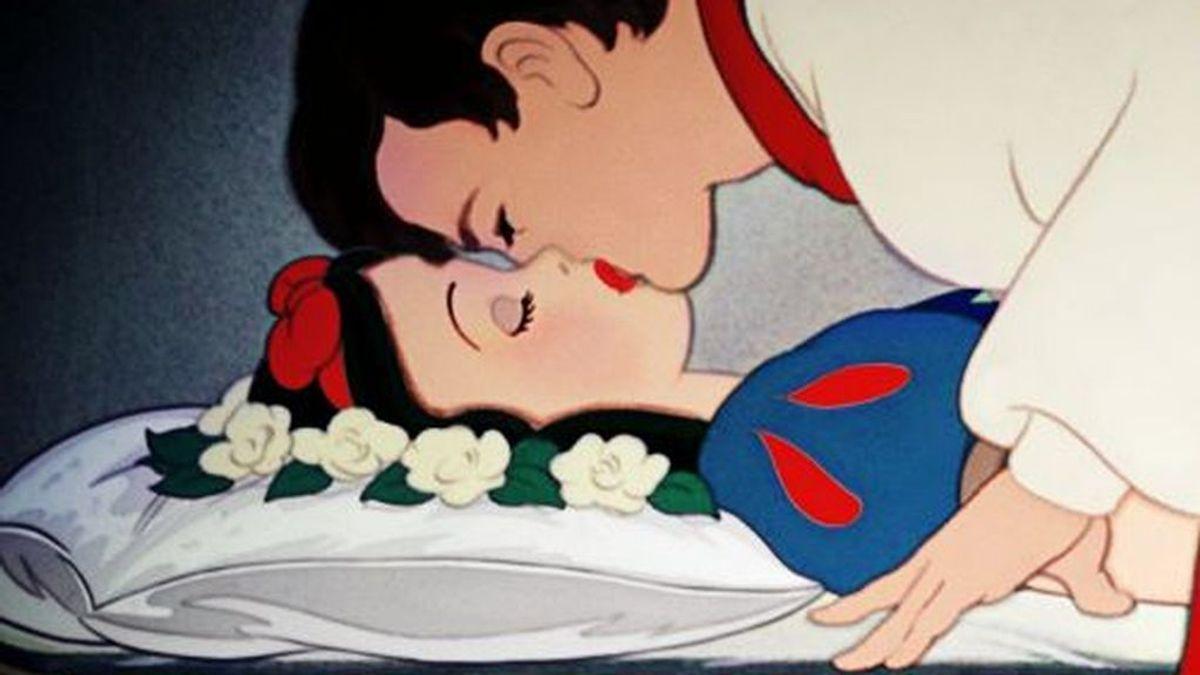 """Critican la escena del beso de Blancanieves en Disneyland porque fue """"sin consentimiento"""""""
