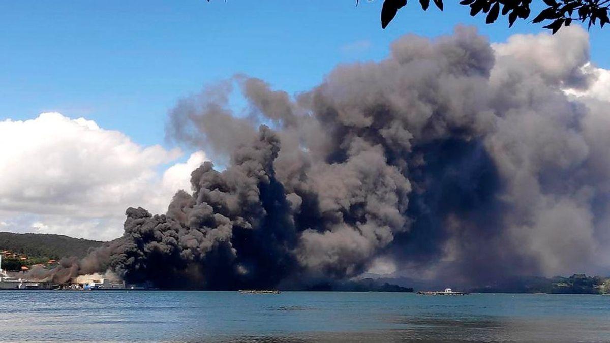 Declarado un incendio en las instalaciones de una empresa conservera en la localidad coruñesa de Boiro