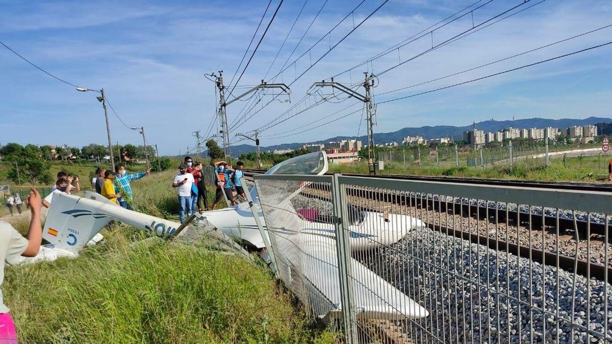 Un avioneta se estrella en Sabadell (Barcelona) y corta la circulación de trenes