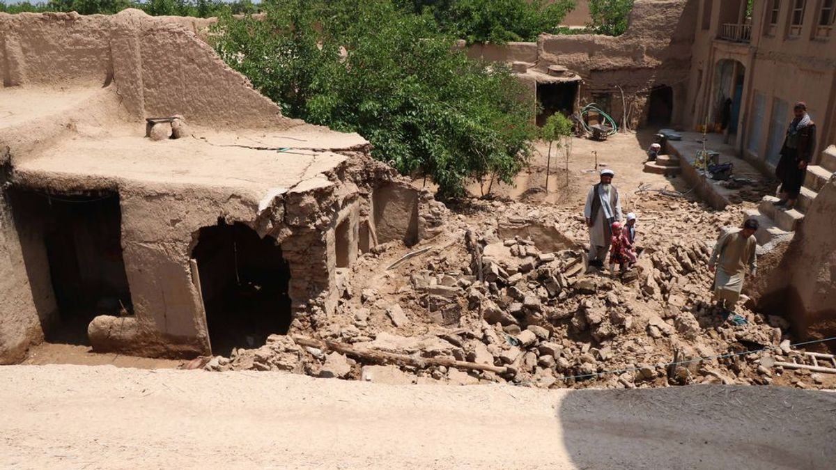 Muere una familia con cinco niños al colapsar su vivienda mientras dormían