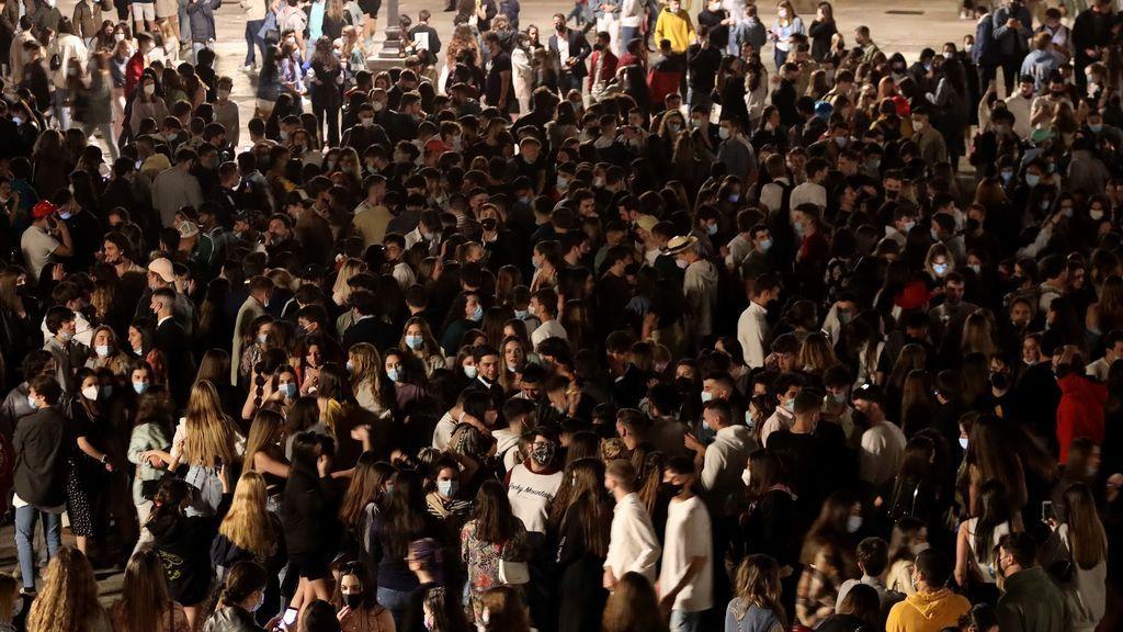 La Plaza Mayor de Salamanca, abarrotada tras el fin del estado de alarma
