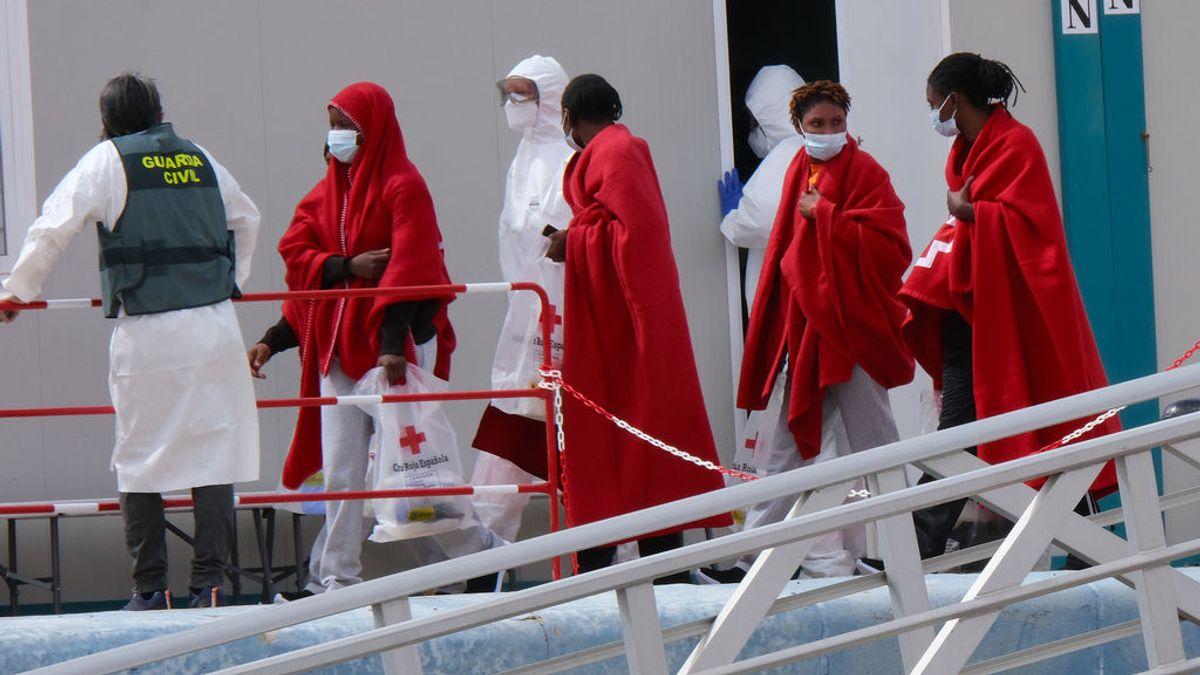 Llegan 254 personas a los puertos de andaluces tras navegar en pateras durante este sábado y domingo