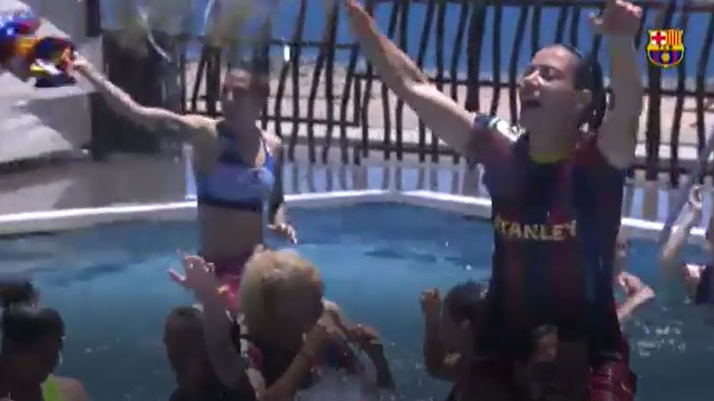 Las jugadoras del Barça femenino celebran a lo grande un nuevo título de Liga