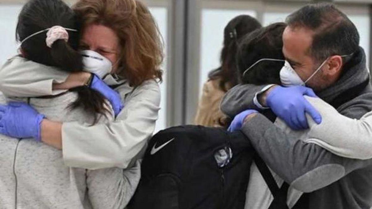 Reino Unido permitirá los abrazos entre no convivientes a partir del próximo 17 de mayo