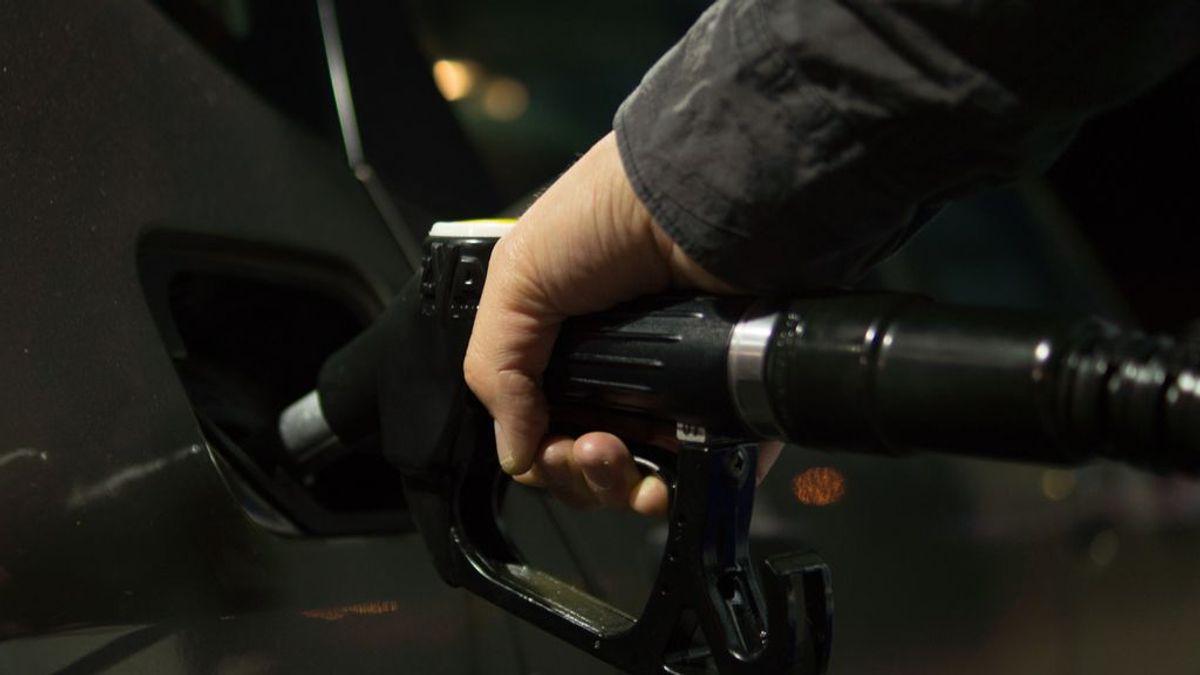 Dale un respiro a tu cartera: cinco trucos para reducir el consumo de combustible de tu coche