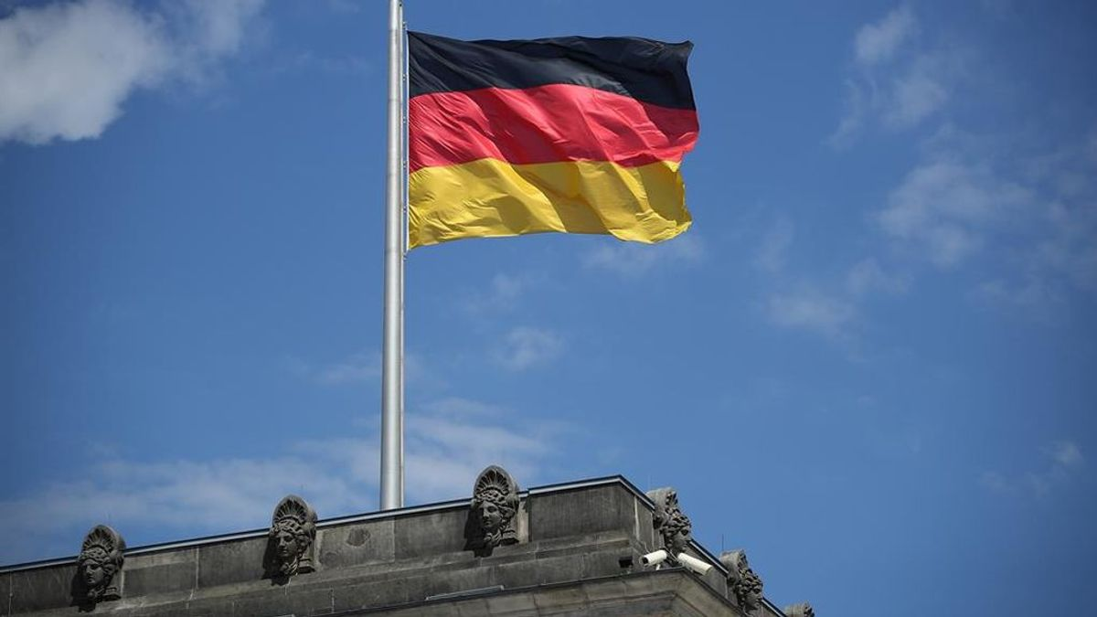Los colegios de Alemania comienzan a realizar test de covid con el método de la piruleta
