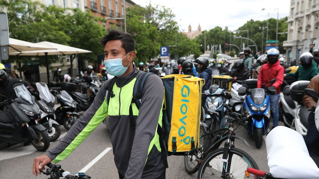 Deliveroo, Stuart, Glovo y Uber Eats denuncian que la ley 'rider' se ha aprobado sin debate parlamentario
