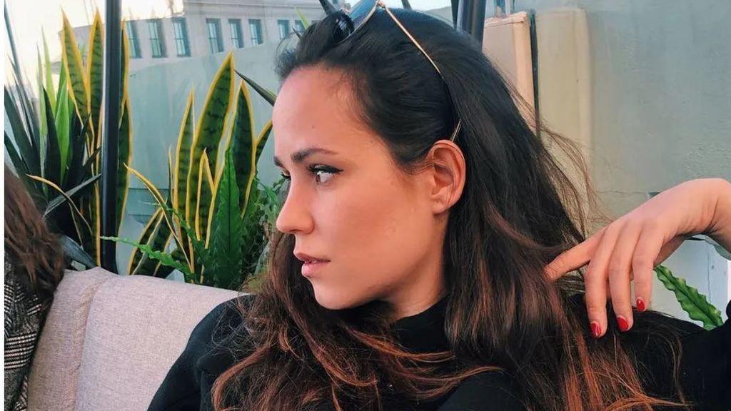 Carolina Monje pone tierra de por medio antes del primer aniversario de la muerte de Álex Lequio