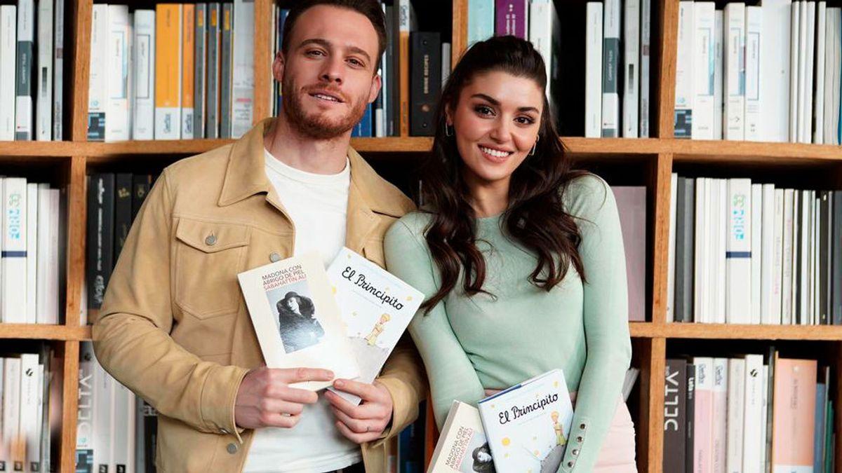 Los actores de 'Love is in the air' con los libros de la serie