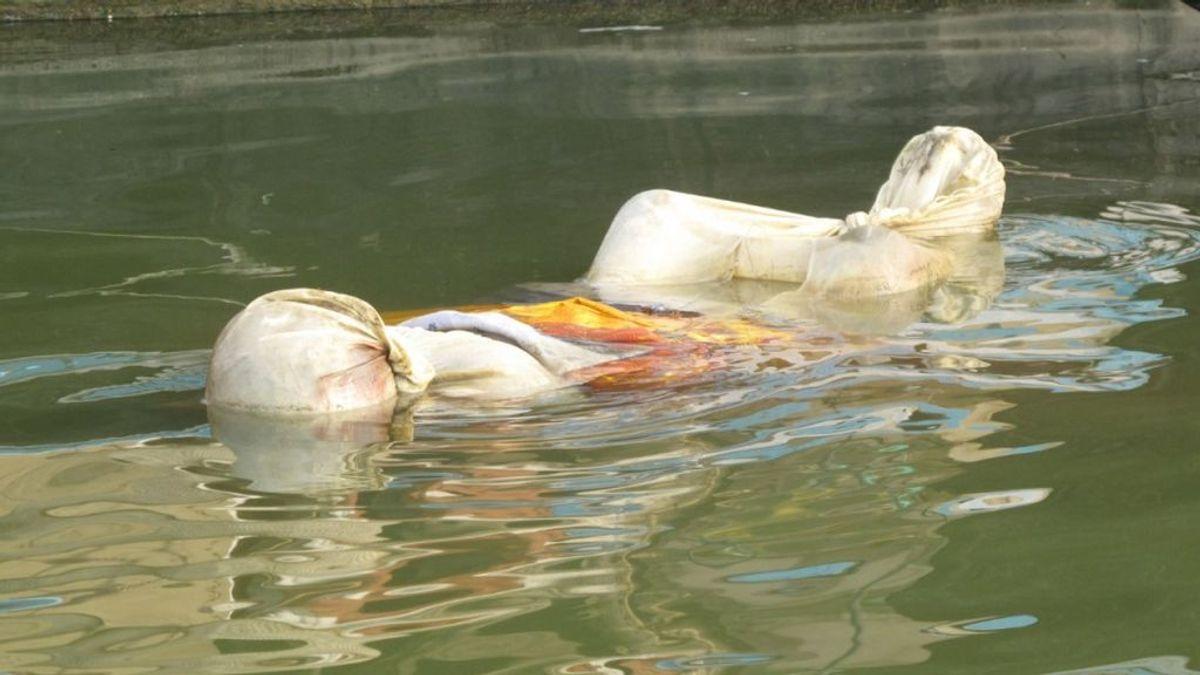 Hallan 30 cuerpos flotando a orillas del río Ganges en India