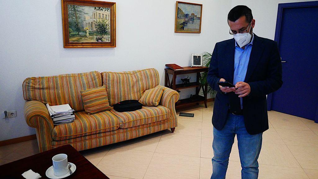 El alcalde de La Línea de la Concepción, Juan Franco, esta mañana, en su despacho
