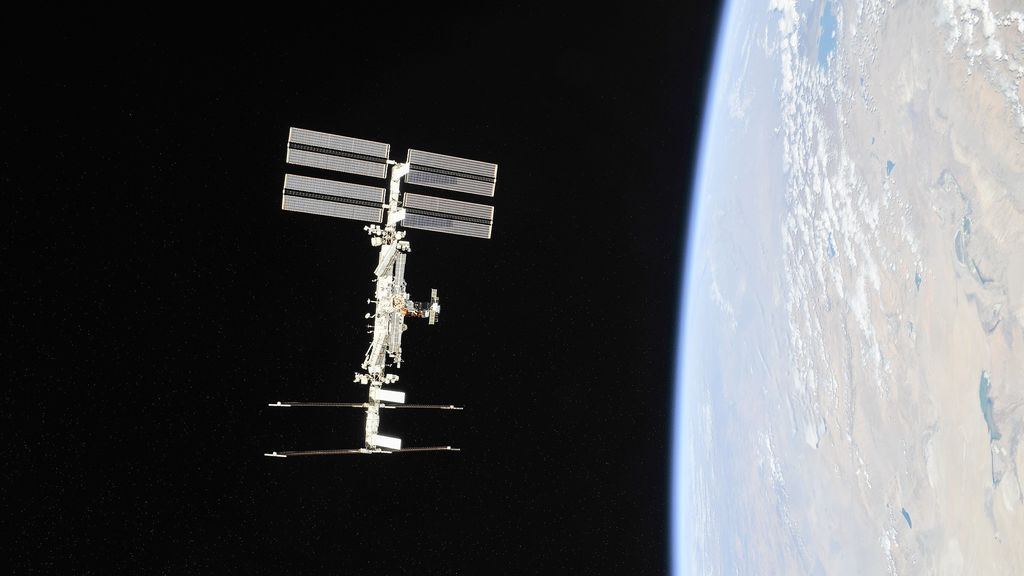 La NASA y Axiom Space acuerdan la primera misión privada de astronautas a la Estación Espacial Internacional