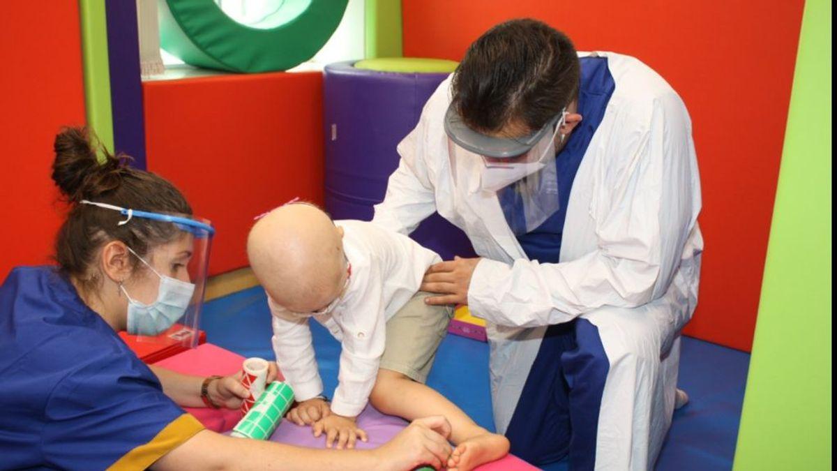Voluntarios, doctores risa: los ángeles de la guarda de los niños que viven en el hospital
