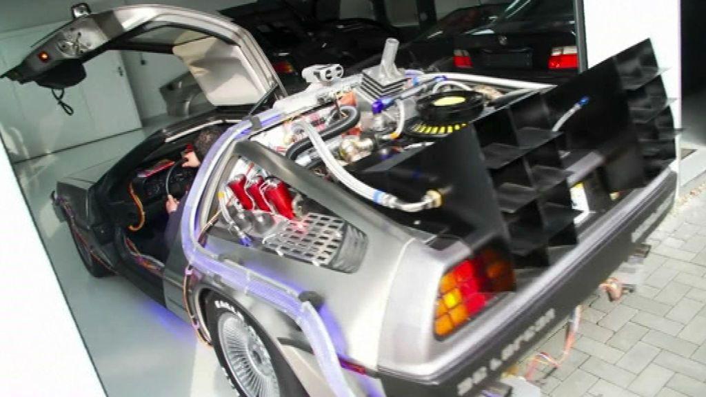 Un alemán construye réplicas exactas de la máquina del tiempo DeLorean de 'Regreso al futuro'