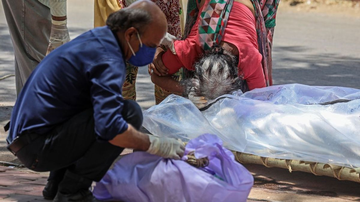 India bate un nuevo récord de muertos en un día y supera los 250.000